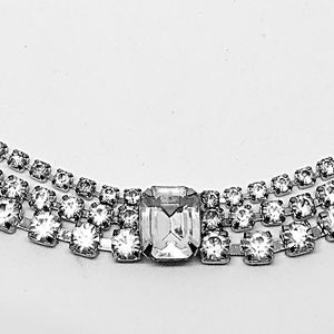 Jewelry - Vintage Rhinestone Necklace - Silver tone